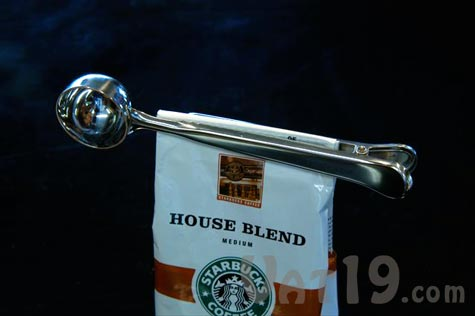 The Stainless Steel Coffee Scoop with Clip ensures your coffee grounds stay fresh.