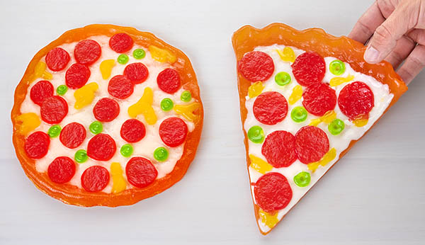 A comparison between the Gummy Whole Pizza and Gummy Slice