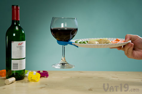 Wine Glass Plate Clips allow you to carry your plate and glass of wine in one & Wine Glass Plate Clips: Hold your drink and appetizer plate with one ...