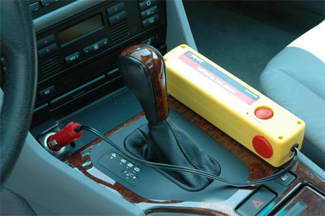 Auto Jumper jumpstarts your car without cables.