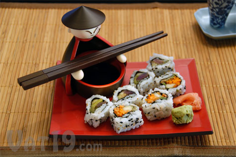 Each sushi set includes two chopsticks, a dipping bowl for soy sauce, and a serving plate.